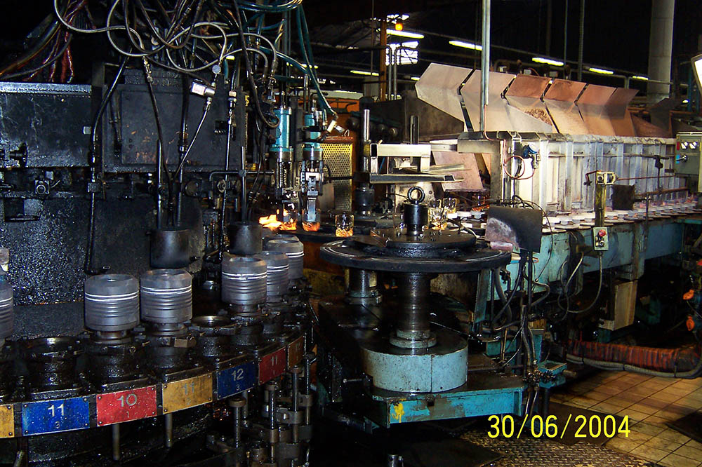 Moules et machine IMI triple goutte