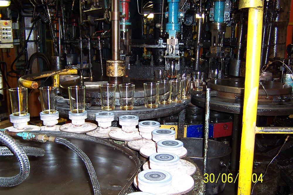 Machine pour fabrication des gobelets